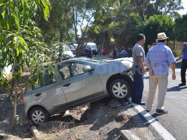 Aparatoso accidente salda con dos lesionados