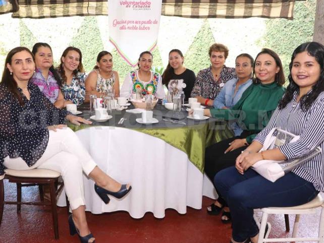 Apoyan a mujeres con cáncer de mama