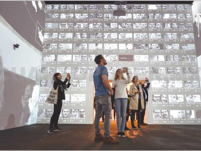 Lozano-Hemmer presenta obra interactiva