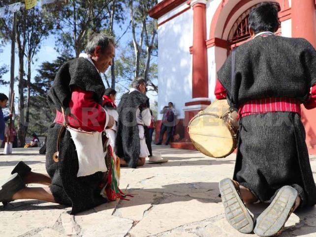 Indígenas piden por la salud de los chiapanecos