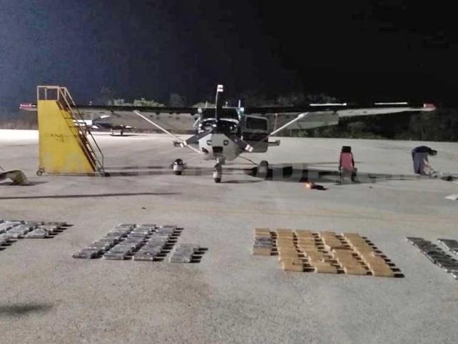 Aseguran aeronave que llevaba cocaína