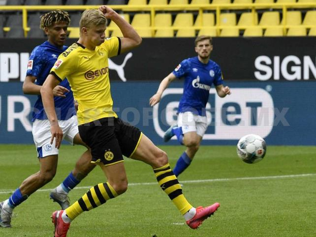 Dortmund aplasta al Schalke en regreso del Futbol