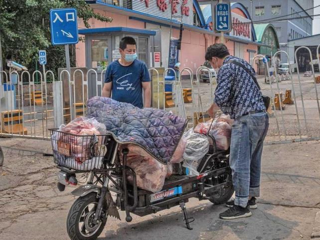 Decretan confinamiento en Pekín tras nuevo brote