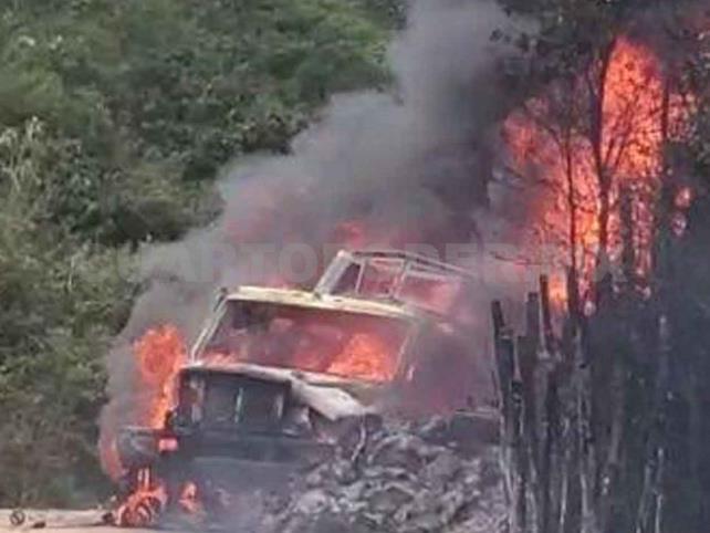 Se incendia camión con 12 mil 800 litros de gasolina