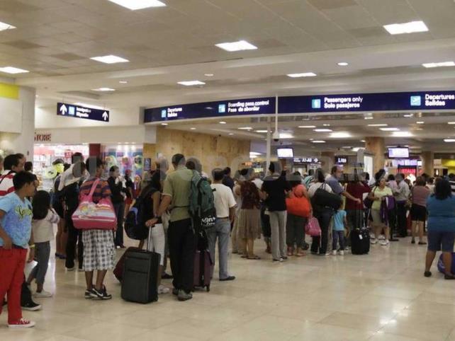 Cae llegada de extranjeros vía aérea 48.5% en cinco meses