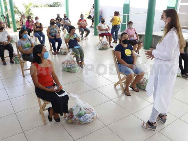 Realiza DIF entrega de despensas en Villaflores