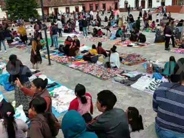 Retornan ambulantes a Plaza Catedral de San Cristóbal