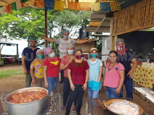 Apoyan con alimento a personas vulnerables