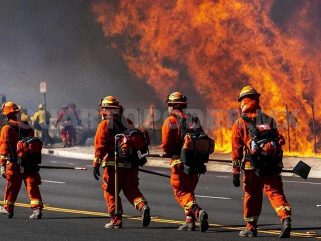 California pide ayuda ante intensos incendios