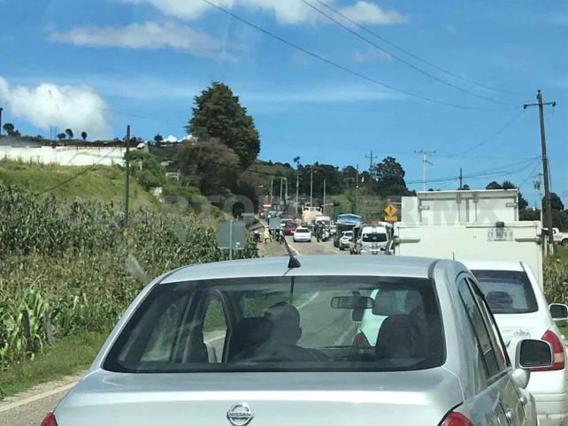 Pobladores desbloquean carretera