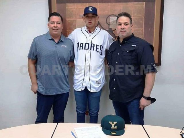 Padres de San Diego firma a mexicano