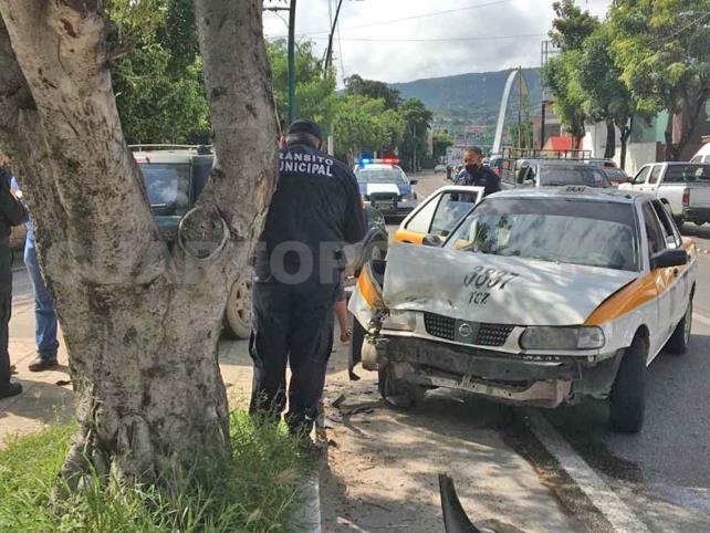 Accidente frente a Caña Hueca; dama lesionada