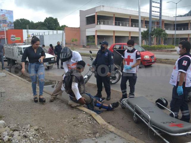 Motociclista es arrollado por Estaquitas