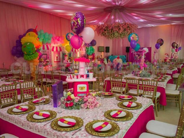Un lugar de piñatas, pasteles y diversión