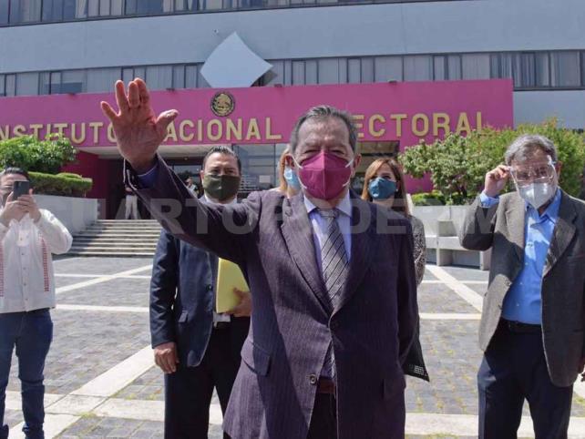 Muñoz exhorta al INE suspender encuesta