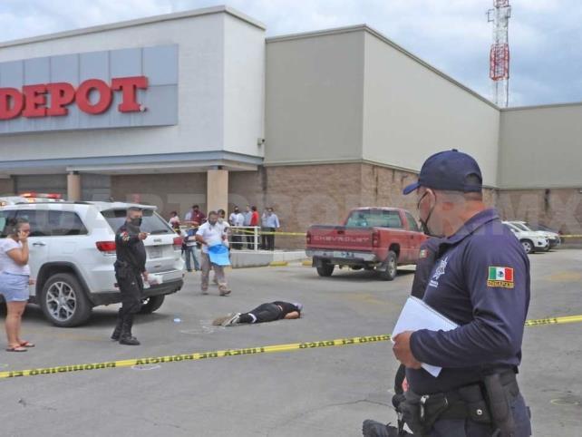 Asesinan a un abogado en el estacionamiento de Toks