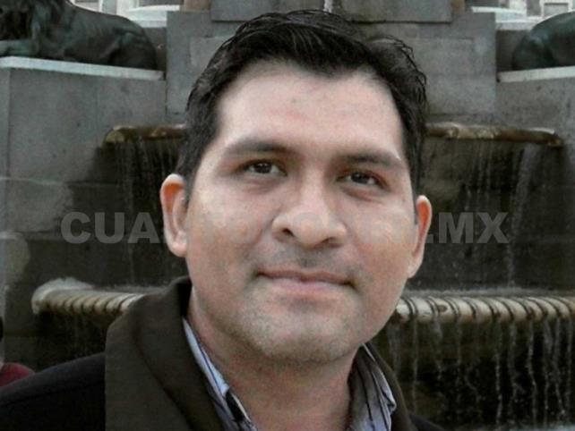 Escritor José Landa es galardonado en España