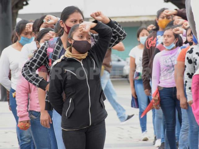 Estudiantes se manifiestan en el parque