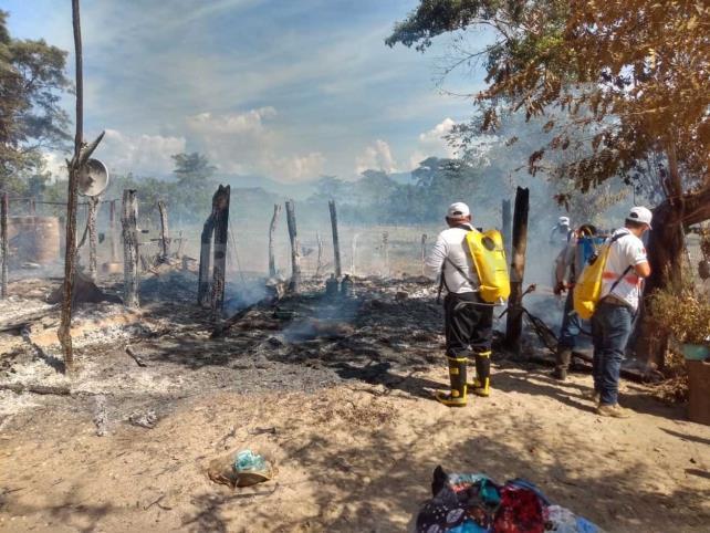 Se incendia vivienda y queda reducida a cenizas