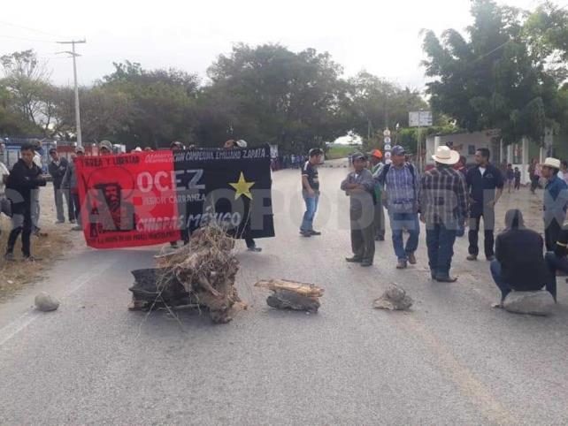 Instalan bloqueo en carretera a Carranza