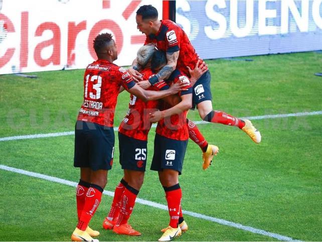 Gran debut del Toluca; se coloca en la cima