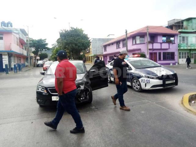 Un lesionado en choque sobre cruce de calles