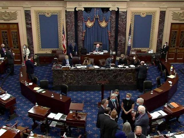 Senado absuelve a Donald Trump