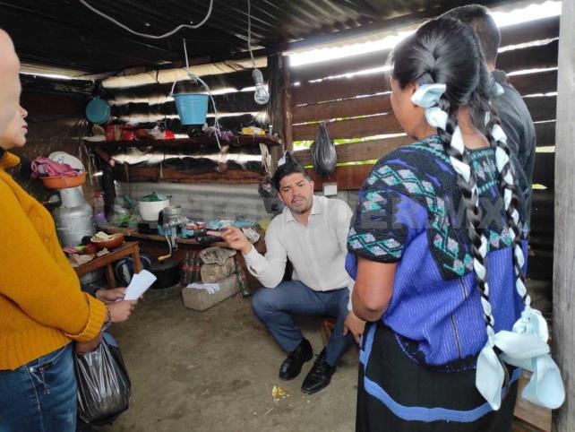 Diputado apoya a artesanas de SCLC y Chenalhó