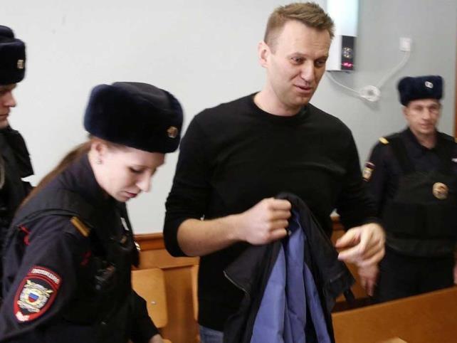 Tribunal condena a opositor Alexéi Navalni