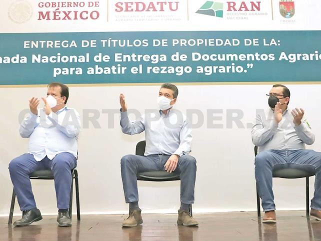 Entregan títulos de propiedad en Villaflores