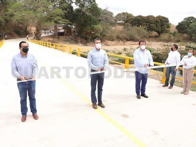"""Inauguran el puente """"Paso Trapich"""" en Villaflores"""