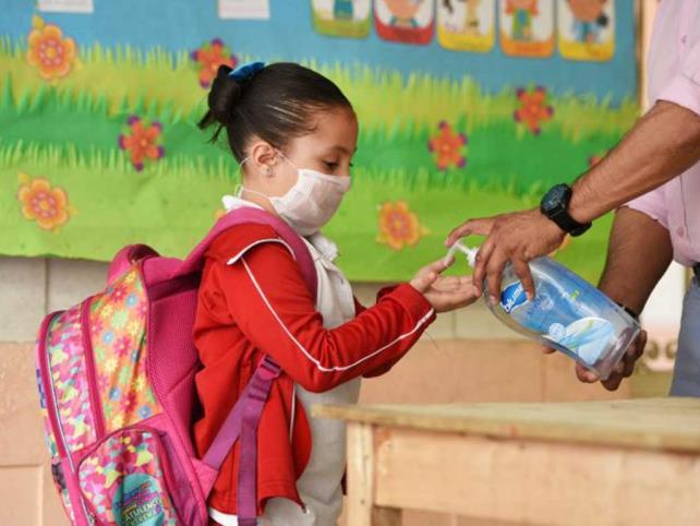 Escuelas particulares regresarán a clases