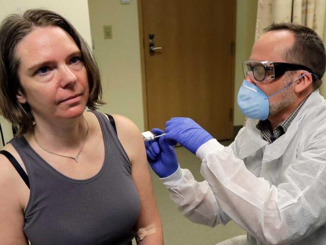 EUA supera 100 millones de vacunas administradas
