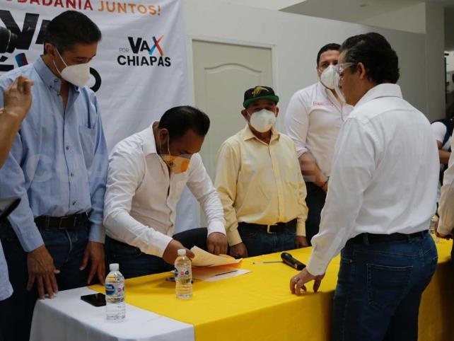 """Completa alianza """"Va por Tuxtla"""" candidatos federales"""