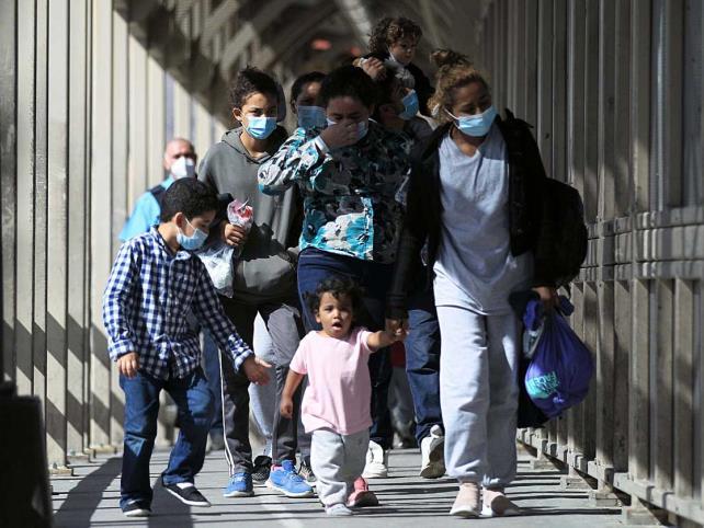 Liberan a migrantes sin fecha para audiencia