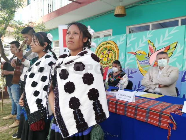 Se reúne embajador con indígenas