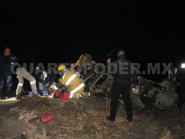Volcadura salda con cuatro personas heridas