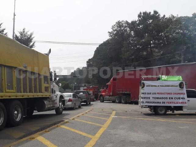 Campesinos bloquean San Cristóbal-Teopisca