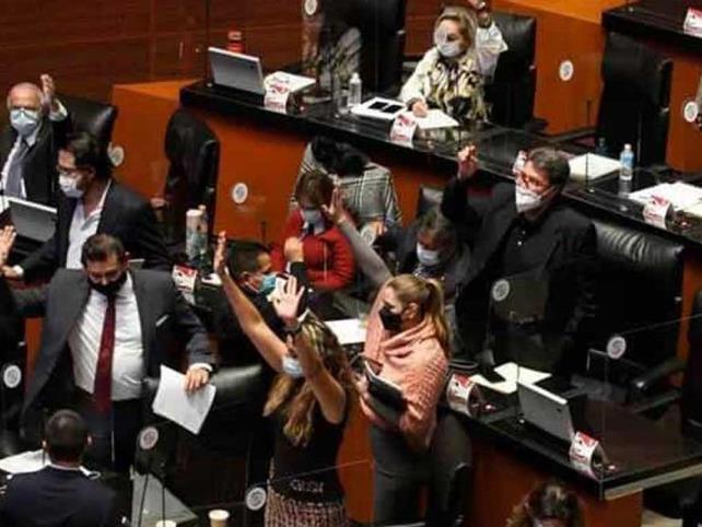 """153 diputados renuncian a """"apoyo legislativo"""""""