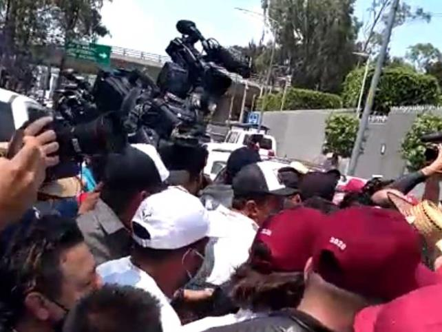 Entre trifulca concluye protesta de Salgado