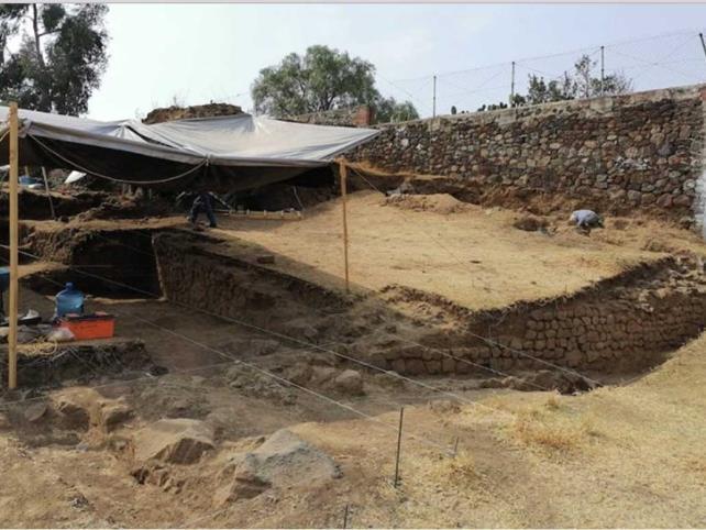 Hallan basamento piramidal en Tlalmanalco