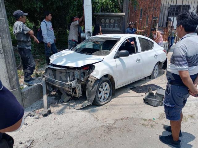 Muere al impactar contra vehículo; un detenido