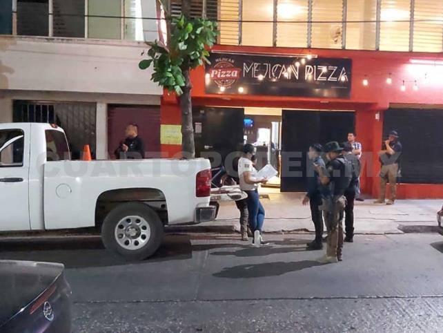 Asaltan pizzería y se llevan botín de 16 mil pesos