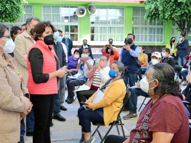 Delfina Gómez recorre centros de vacunación