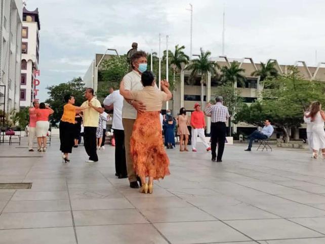 El danzón sigue presente en Chiapas