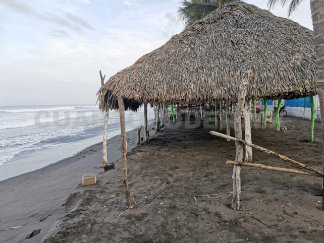 Reiteran alerta a turistas por mar de fondo en Tonalá