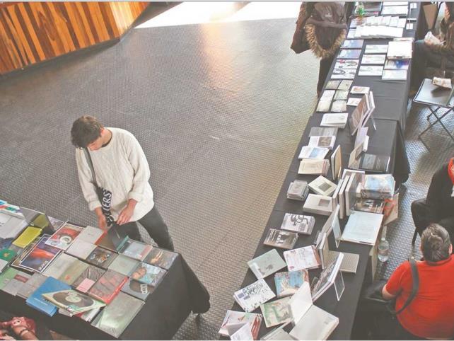 Debaten sobre Simposio de Arte Contemporáneo