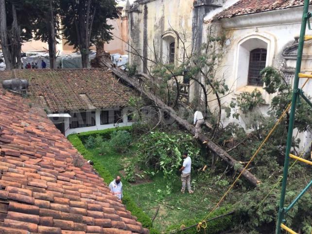 Fuerte viento causó daños en el atrio de Caridad