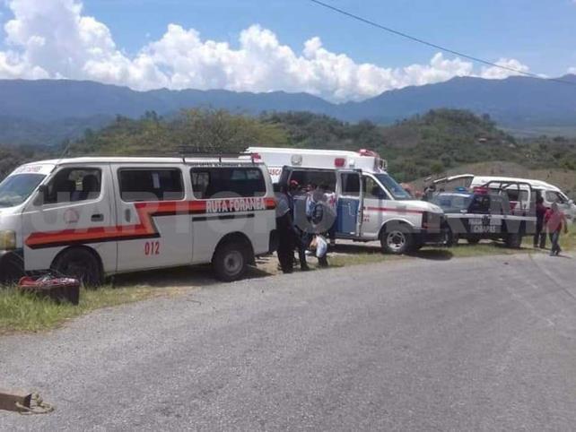 Colectivo sale del camino; 13 quedan lesionados