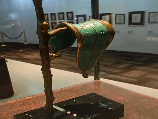Exhiben el universo surrealista de Dalí